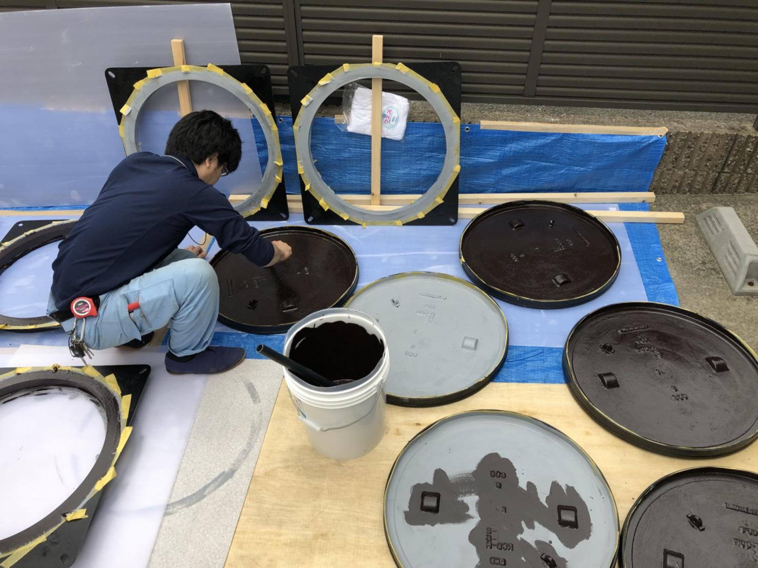 御水槽フタの塗装作業.JPG